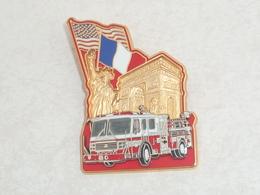 Pin's SAPEURS POMPIERS DE NEW YORK A PARIS, 2002, SERIE LIMITEE, BALLARD - Feuerwehr