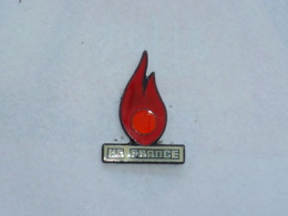 Pin's FLAMME HS FRANCE - Feuerwehr