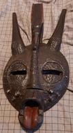 Afrikaans Masker Gezicht In Metaal Met Rode Tong Senufo Burkina Faso - Art Africain