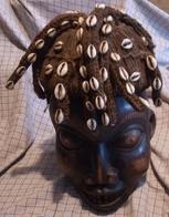 Afrikaans Masker Man Met Kralen In Haar Cameroun - Art Africain