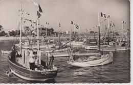 CPSM île D'Oléron - La Cotinière - Sa Flotille (jolie Animation Avec Bateaux Pavoisés) - Ile D'Oléron