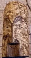 Afrikaans Masker In Licht Hout Zeer Fijn Gesculpteerd - Art Africain