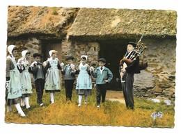 44 Folklore De France La Bretagne Costumes De La Région De Saint Nazaire Ronde Enfantine (2 Scans) - Saint Nazaire