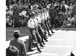 """Photo Bolivie Bolivia Défilé D'une Section De La Police Féminine à La Paz, Dans Un  état """"macho""""  Ph. Vivant Univers - Lieux"""