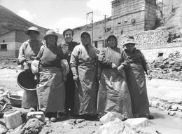 Photo Bolivie Bolivia Huanuni Orpailleuses Et Leur Animatrice Soeur Carolina San Pieri Ph. Vivant Univers - Lieux