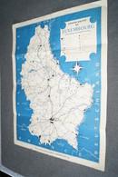 Ancienne Carte Affiche Luxembourg Offert Par ESSO ,46 Cm. Sur 35 Cm. Originale,collection,collector - Carte Stradali