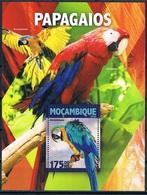Bloc Sheet Oiseaux Perroquets Birds Parrots Neuf  MNH ** Mozambique Moçambique 2016 - Parrots