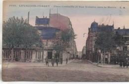 92  LEVALLOIS-PERRET  Place Cormeille Et Rue Voltaire Vers La Mairie - Levallois Perret