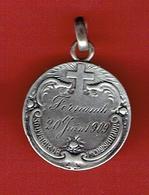 MEDAILLE EN ARGENT SOUVENIR DE Iere COMMUNION POUR FERNANDE LE 20 JUIN 1909 - Religion & Esotericism