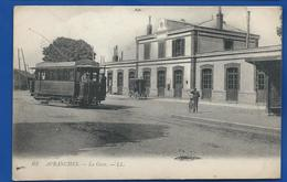 AVRANCHES   La Gare  Tramway         Animées   écrite En 1917     Pli Sue Le Côté Droit - Avranches