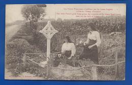 Fleurisment Des Tombes  Les Petites Française N'oublient Pas Les Braves Anglais - War Cemeteries