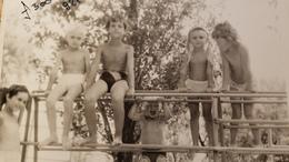 Soviet Kindergarten- Petit Garçon  - Little Boy, Girl - Vintage Photography Circa 1960 Old USSR Photo - Personnes Anonymes