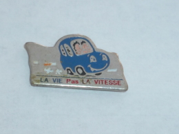 Pin's VOITURE, LA VIE PAS LA VITESSE - Pin's