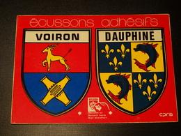 CP Double Blason écusson Adhésif Autocollant Voiron Et Dauphiné  Coat Arms Wappen Aufkleber Sticker Adesivo Adhesivo - Oggetti 'Ricordo Di'