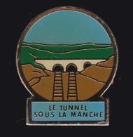 63977- Pin's -Le Tunnel Sous La Manche Relie Le Village De Coquelles, Près De Calais à Folkestone En Angleterre - Villes
