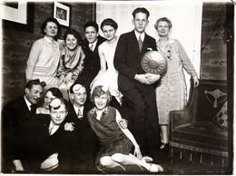 Photo Originale Soirée Déguisée & Petit Chapeaux Dans La Jeunesse Dorée Des Années 1930 - Personnes Anonymes