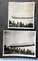 2 Alte Fotos Zeppelin In Der Luft Mit Zuschauer - Aviation