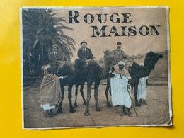 13157 - Rouge Maison Photo De 3 Hommes à Dos De Chameaux à L'oasis - Labels