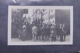 PHOTO - Autriche - Photo D'Allemands Et De La Population à Salzbourg En Juillet 1937 Assistant à Un Défilé - L 57483 - War, Military