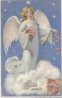 CPA Fantaisie Ange Avec Bouquet De Fleurs Dans Nuit étoilée Au Dessus Des Nuages Gaufrée 1902 - Anges