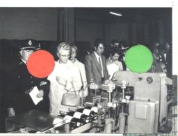 """THIMISTER - Fête Du """" Cidre """" En 1972  Visite De La Cidrerie RUWET  - Photo De Presse ( 13x 18 Cm ) - Lieux"""