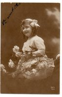 ENFANTS 968 : Fillette Avec Des Roses - Enfants