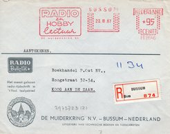 23 III 67   Roodfrankering  BUSSUM Op Aangetekende Envelop  Met Firmalogo Naar Koog Aan De Zaan - Postal History