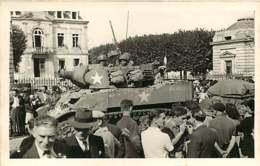 080420 - CARTE PHOTO REPORTAGE BOUGEROL ARPAJON 91 - Militaria Guerre 39 45 La Libération Char USA - Arpajon