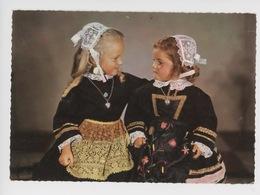 La Bretagne, Enfants En Costumes De La Région De Cap-Sizun, Pointe Du Raz (folkore) - Sizun