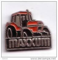VT33 85 Pin's Travaux Publics Bulldozer Pelleteuse Tracteur Agricole CASE MAXXUM Achat Immédiat - Transports
