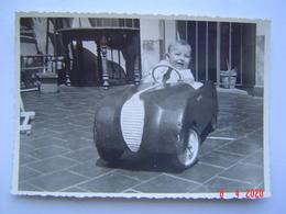 PHOTOGRAPHIE Ancienne : VOITURE A PEDALE ( VAR ) - Automobiles
