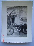 PHOTOGRAPHIE Ancienne : MOTO Immatriculée 554 AC 83 ( VAR ) - Automobiles