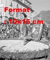 Reproduction D'une Photographieanciennedu Défilé De Fleurs Au Festival à Lugano En Suisse En 1952 - Reproductions