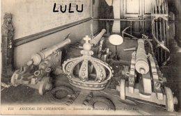 DEPT 50 : édit. L L N° 154 : Arsenal De Cherbourg Souvenir Du Tombeau De Napoléons 1er ( Canons Et Couronne - Cherbourg