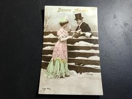 404/2 - BONNE ANNEE Couple Buvant Du Champagne Dans La Neige - Año Nuevo