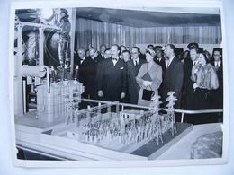 Photo De Presse 1951 La Princesse ELIZABETH à Glasgow Industrial Power At The Kelvin Hall Grande Bretagne Great Britain - Berühmtheiten