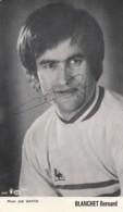 "K24-  FOOTBALL - LE JOUEUR  "" BLANCHET BERNARD "" PHOTO JOEL MARTIN - SIGNÉ  - DEDICACÉ E - AUTHOGRAPHE - Football"