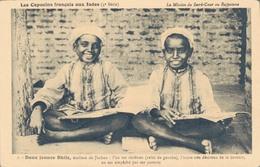 LES CAPUCINS FRANCAIS AUX INDES / ECOLIERS DE JHABUA - Inde