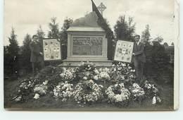 RPPC - BERTRIX - Hommes Près Du Monument Aux Morts - Bertrix