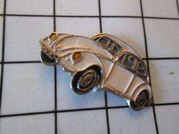 1518c Pin's Pins / Beau Et Rare / THEME : AUTOMOBILES / VW VLKSWAGEN COCCINELLE BLANCHE - Volkswagen