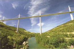 CPSM 12 MILLAU  Le Viaduc Au Dessus Du Tarn - Millau