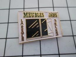 916b Pin's Pins / Beau Et Rare / THEME : MARQUES / MEUBLES JADIS LA REOLE SELLES De Vélo ? - Markennamen