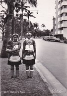 NATIVES IN TOWN. WOMEN WITH BABY BREAST, FEMMES. SUD AFRIQUE POSTALE CIRCULEE CAPETOWN 1953 -LILHU - Afrique Du Sud