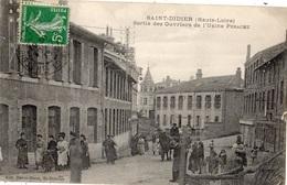 SAINT-DIDIER-EN-VELAY SORTIE DES OUVRIERS DE L'USINE PERACHE - Saint Didier En Velay