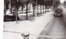 PHOTO ORIGINALE 39 / 45 WW2 WEHRMACHT FRANCE AMIENS EN RUINE CHAR FRANÇAIS RENAULT DÉTRUIT - War, Military