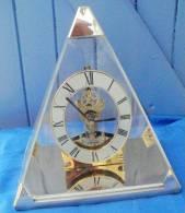 Horloge /  Pendule Pyramidale à Quartz - Horloges