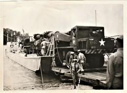 Rare Photo 18 X 13 Cm Chargement Du Canon Atomique De 280 M/m USA Sur Barge De Transport Guerre Froide - 1939-45