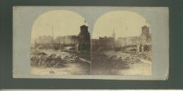 St Malo Vue Stéréoscopique Stéréo Probablement Vers 1850 1860 Pavage D'une Rue Du Port Près Des Remparts Manège Au Fond - Photos Stéréoscopiques