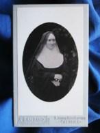 Photo CDV A. Rambaud à Grenoble - Bonne Soeur, Nonne, Religieuse Avec Lunette, Circa 1895 L496 - Old (before 1900)