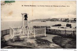 BIARRITZ  La Cloche D'Alarme De L'Attalaye Et Le Phare.Carte écrite En 1911.  2 Scans - Biarritz